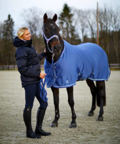 High quality fleece horse blanket with silver cord trim and Horze logo and strong nylon straps to secure the rug in front